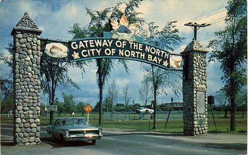 "A historical photo of the ""Gateway of the North"" sign in North Bay"